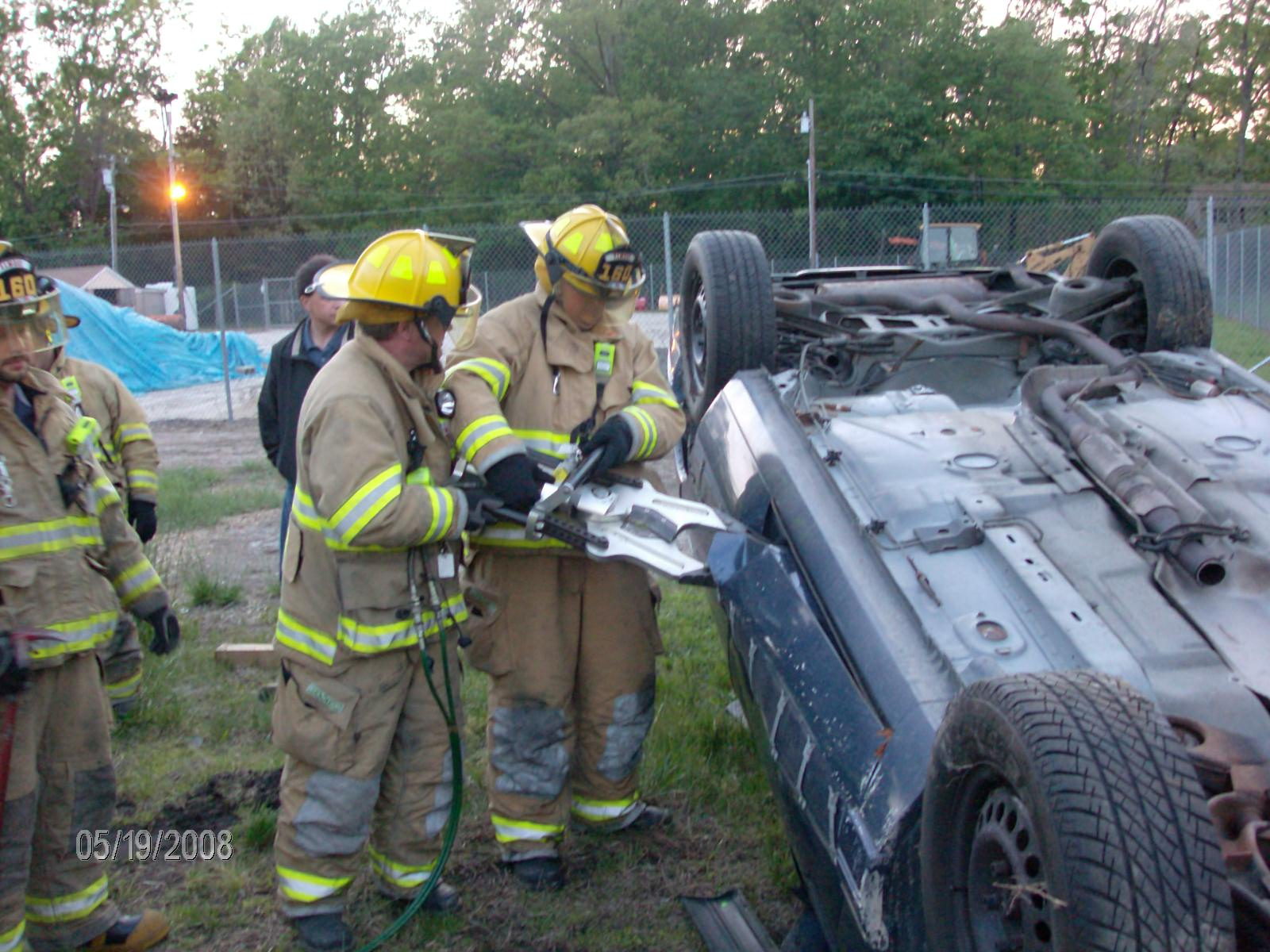 Vehicle Extraction Drill 5-19-08 020.jpg